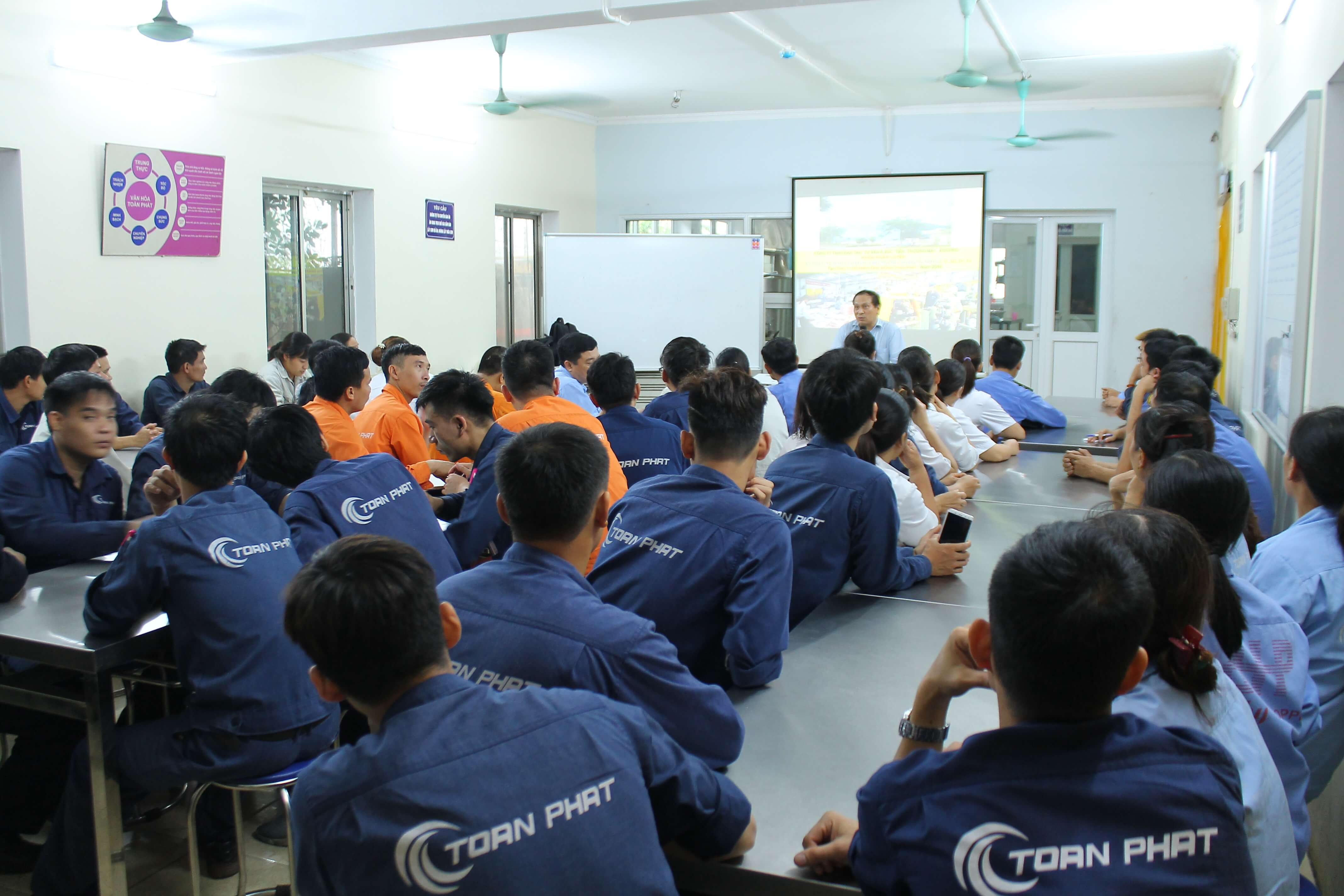 Huấn luyện an toàn lao động cho đối tượng nhóm 4