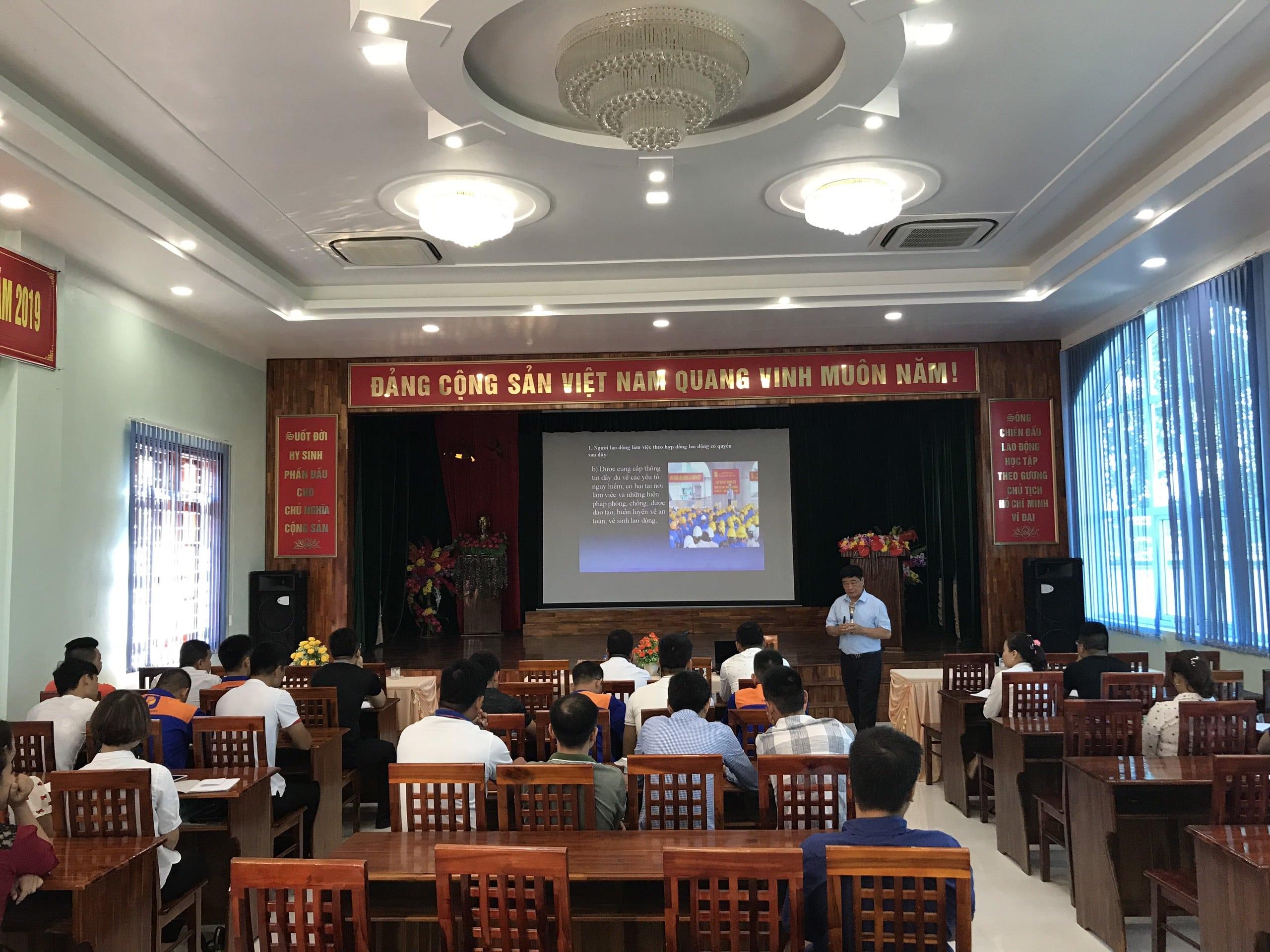 Huấn luyện an toàn, vệ sinh lao động tại Công ty xăng dầu Tuyên Quang